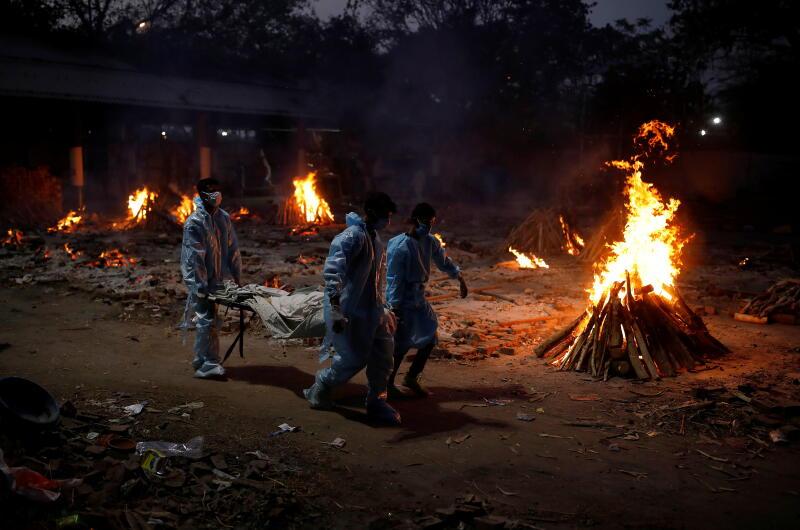 20210504 - A crematorium in New Delhi (Reuters).jpg