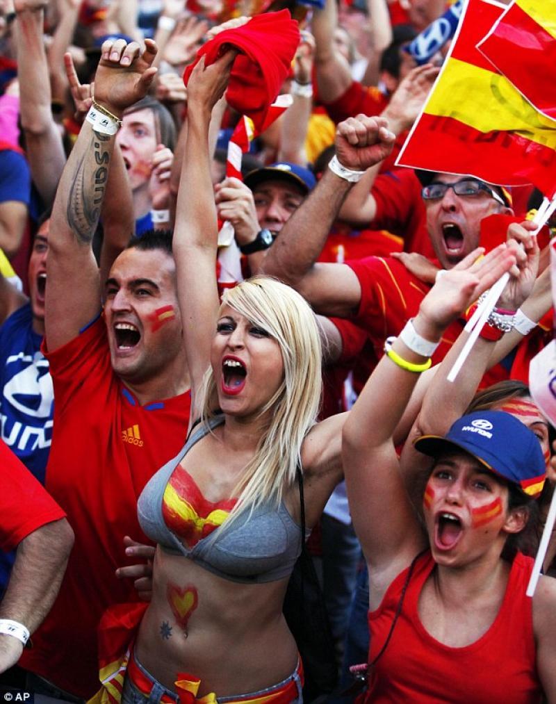 20210709-Euro crazy fans.jpg