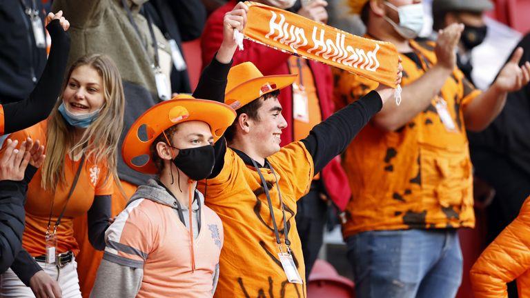 20210709-netherlands-fans.jpg