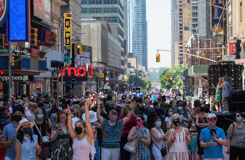 20210824-new york city crowd-02 AFP.jpg