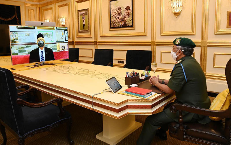 马国首相依斯迈沙比里以视讯方式觐见国家元首阿都拉