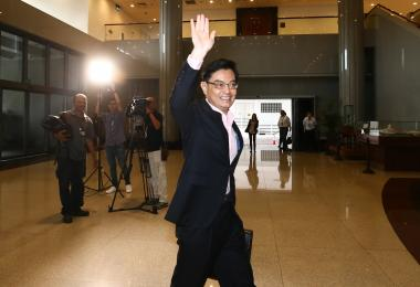 heng swee keat walking into parliament
