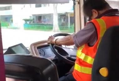 巴士司机打瞌睡