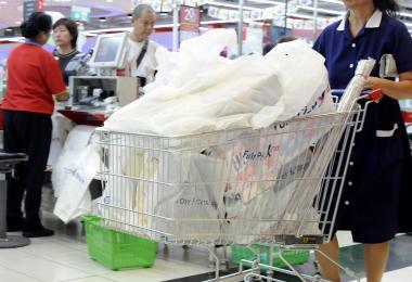 新加坡人使用塑料袋