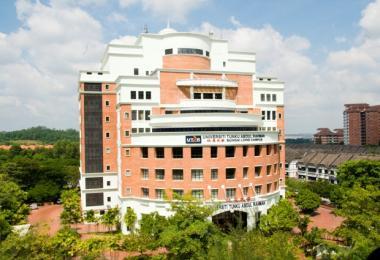 马来西亚的拉曼大学学院是由马华主导成立,向来被贴上马华标签。