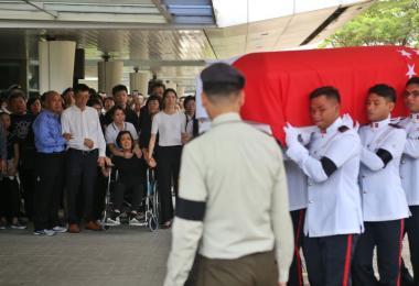 新加坡国防部为在野外军训中意外丧命的国民服役士兵刘凯(Liu Kai)举行军事葬礼