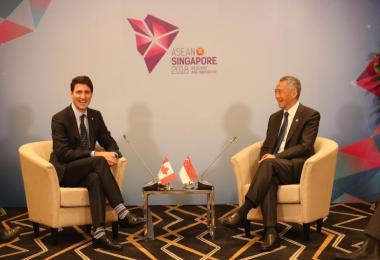 加拿大总理特鲁多(左)和李显龙总理去年在新加坡举行亚细安峰会期间会面。