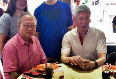陈清木(左)和李显扬上周六(2月2日)在宏茂桥高调吃mee siam早餐。