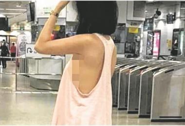 女子装扮清凉,分分钟都有走光的危险。(联合早报)