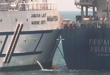马来西亚浮标船Polaris和希腊注册商船Piraeus上周六在我国海域相撞。