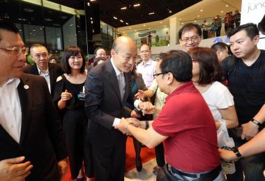 韩国瑜旋风来新 台湾高雄市长葫芦里卖的是什么?
