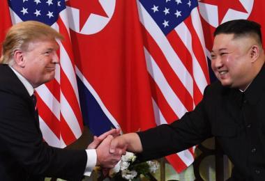 美国总统特朗普(左)和朝鲜最高领导人金正恩今晚在越南河内会面。(法新社)