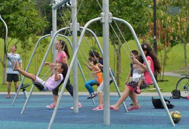 假期到了,你有带小孩孙子出去玩吗?(取自《海峡时报》)