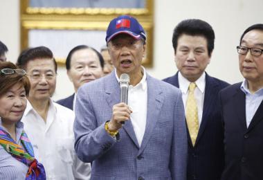 台湾企业家郭台铭今天在国民党中央党部正式宣布,参选2020年台湾总统选举。但他坚持不接受党内征召,一定要经过党内初选程序。