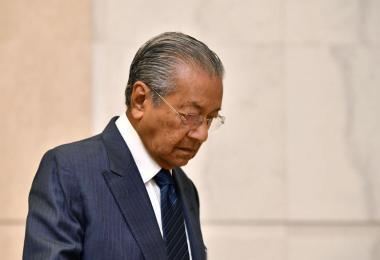 满意度直直落 马哈迪老神在在:我活着就不会让马国垮台