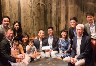 李桓武与王毅睿在南非结婚时所拍的全家福照。(取自李桓武面簿)