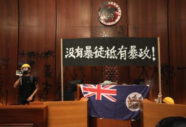 反送中示威冲入立法会再提五大诉求 林郑月娥斥为暴力行径