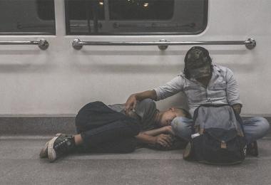 深夜列车手足情