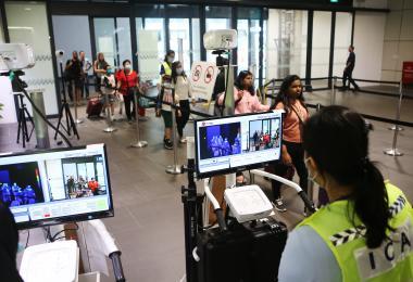 """新加坡在武汉肺炎疫情管控上很""""怕输"""" 出行者较安心"""