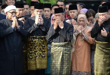 马国新内阁名单公布 拱慕尤丁上台的巫统、伊党或成输家