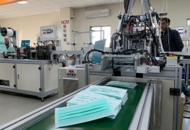 台湾口罩生产线