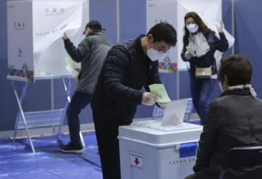 """""""疫起去投票"""" 韩国选举能给本地大选带来什么启示?"""