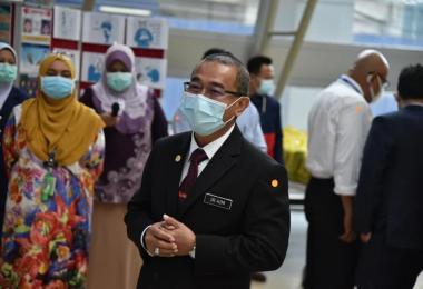 卫生部副长诺阿兹米违令走访霹州玲珑宗教学校遭各方抨击