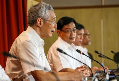李显龙总理以行动党秘书长身份召开记者会