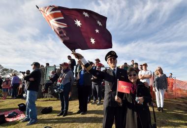 澳大利亚人民挥动国旗送走澳洲昆达士航空(Qantas)最后一班波音747航班