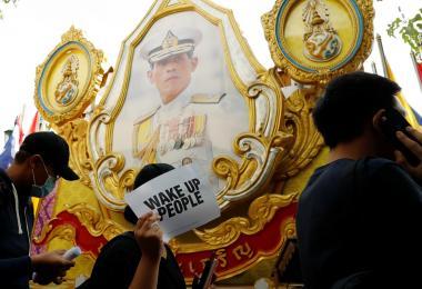 示威者要求泰国现任政府辞职下台