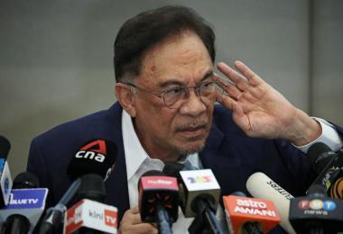 """安华宣称""""凑够数""""当首相 马国最新的政坛青蛙来自巫统?"""