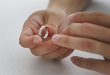 """挽救""""婚姻""""胜造七级浮屠"""