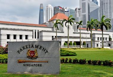 新加坡国会在1月4日,首次通过通讯及新闻部的YouTube频道直播国会的议事过程。