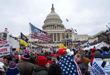 华盛顿国会一日之乱 世界之民主灯火飘摇