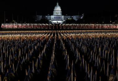 """拜登""""登基""""大典:两万大军护卫的政权移交"""