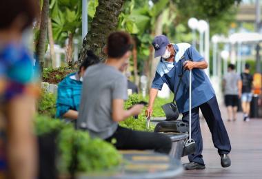 清洁工人目前已经纳入渐进式薪金制