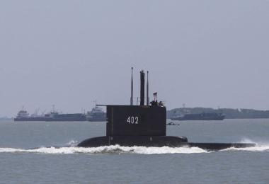 """印尼潜艇""""陨落""""悲剧 让国防经费不足和贪污问题浮出水面"""