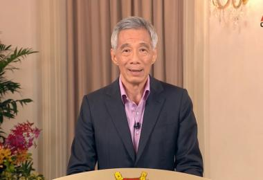 李显龙总理说,国人要回复正常生活,就必须谨记六字真言:  检测、追踪、接种!