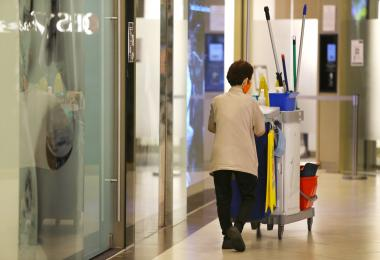 本地清洁工将从2023年起连续六年加薪 但增幅够多够快吗?
