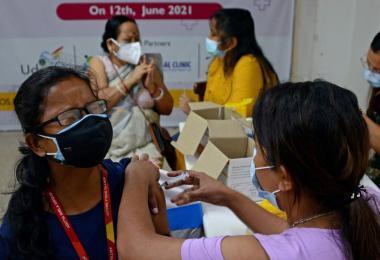 印度民众接种疫苗