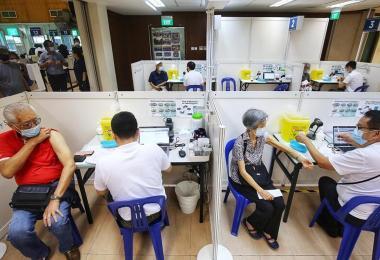 本地年长者接种冠病疫苗