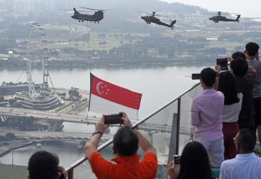 新加坡国旗飞过