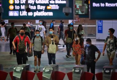 新加坡步入地方性流行病阶段后 必将面对三项隐忧两个未知