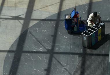 清洁工属于低收入员工