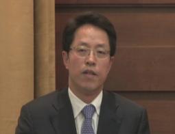 张晓明认为,牢牢把握中央对港澳全面管治权,与保障特别行政区高度自治权并不矛盾。(香港电台网)