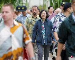 蔡英文此次访问马绍尔群岛、吐瓦鲁和索罗门群岛八天,去程取道夏威夷。(路透社)