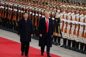 习近平与特朗普今走上红地毯,检阅三军仪仗队。(新明日报)