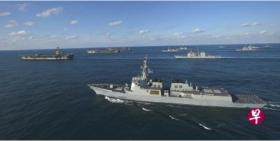 美三艘航母12日在韩国以东水域举行联合军演。(法新社)