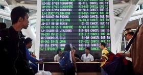 印尼峇厘岛努拉雷国际机场昨天宣布关闭,所有航班都已取消。(路透社)