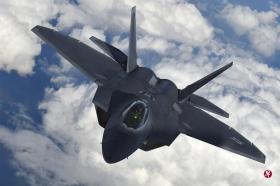"""美国的F-22""""猛禽""""战机将参与今天开始的韩美联合空中演习。(路透社)"""